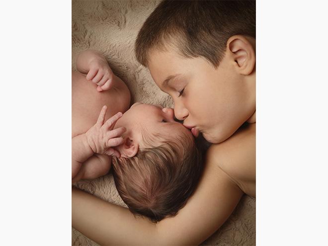 sessió fotogràfica d'embaraç, bebé i germà, barcelona, newborn, estudio, embarazada