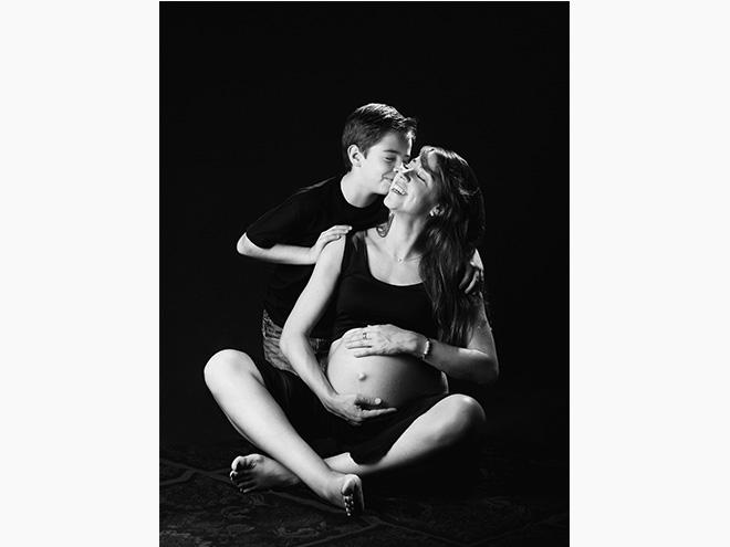 fotografía embarazo, fotografía embarazada, estudio, blanco y negro, fotografía niños, barcelona, Laura Esapadalé