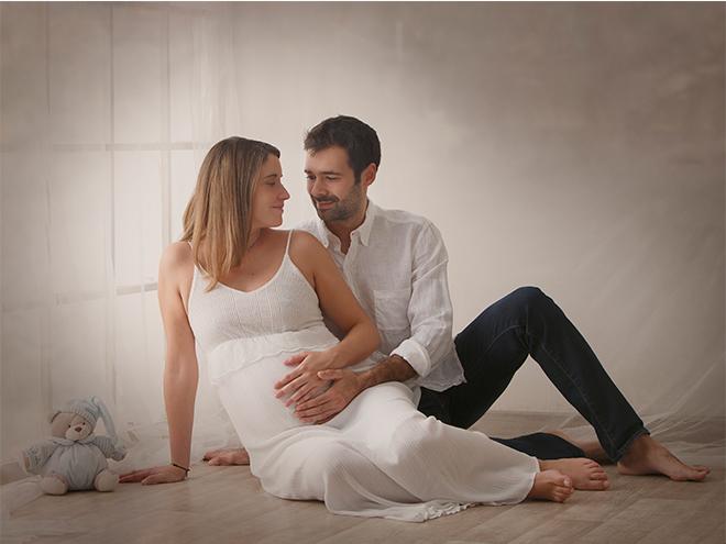 fotografía de embarazo, laura Espadalé, barcelona, fotografía en estudio, fotografía emotiva, amor, fotografía de vida, newborn