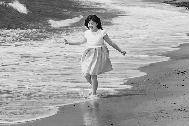 Communion photo session, child photos, beach photos, print photos, childhood, Laura Espadalé, photographer Barcelona