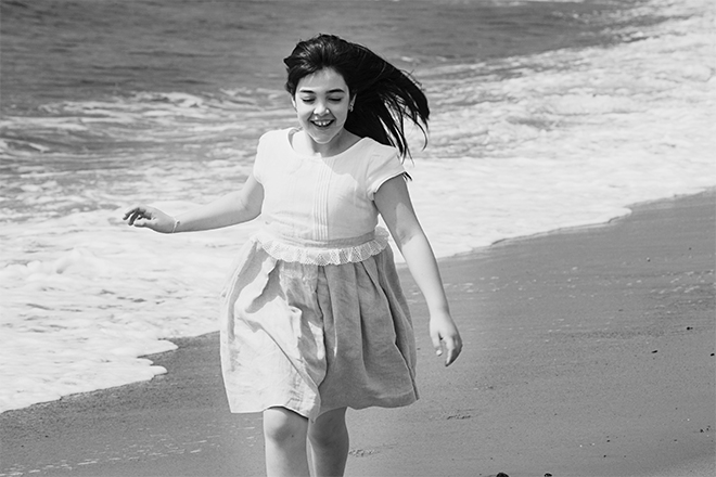 Reportaje fotográfico de primera comunión, fotografía comunión Barcelona, estudio de fotografía primera comunión, vestido primera comunión, fotografía primera comunión en playa, fotografía primera comunión en barrio gótico, álbum primera comunión