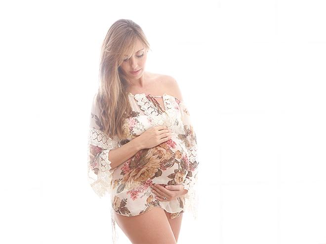 fotografía de embarazada, barcelona, fotografía newborn, luz cálida, lifestyle photography