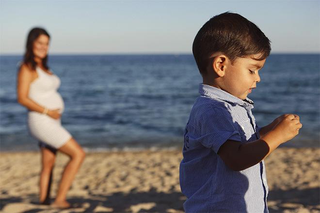 fashion, kids, sessió fotos platja, embaràs, pregnancy, beach, barcelona, sunset, embarazada, niños