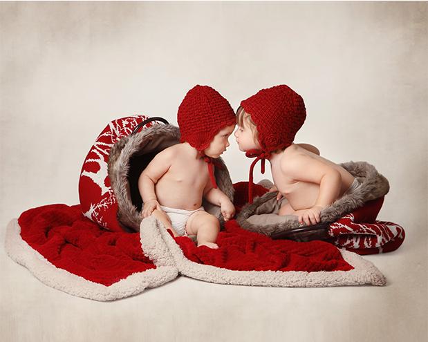 Fotografía Navidad, niños, Barcelona, decorado, capa, caperucita roja, hermanos