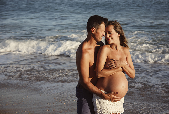 pregnancy photo session, sitges, barcelona, beach, emotional photography, newborn, siblings
