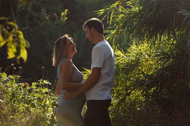 fotografía de embarazada, embarazo barcelona, Laura Espadalé, fotografía en bosque embarazada, fotografía emotiva embarazada, fotografía natural embarazada
