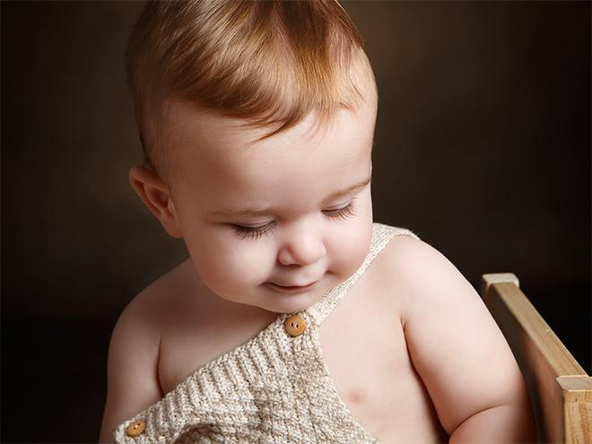 fotografía de familia, fotografía de niños, fotografía con mamá, fotografía divertida niños, fotografía natural en estudio, fotografía niños barcelona